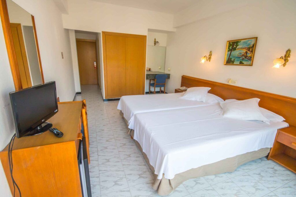 amic-gala-habitacion-superior-cama2