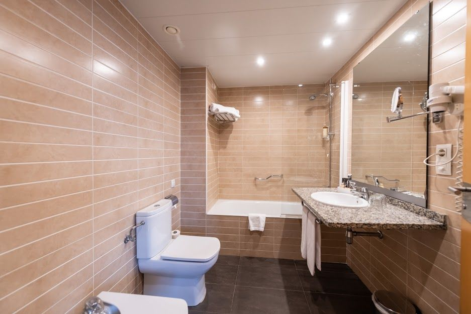 atenea-aventura-multiple-bathroom